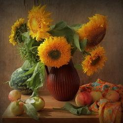 Пазл онлайн: Подсолнухи и фрукты