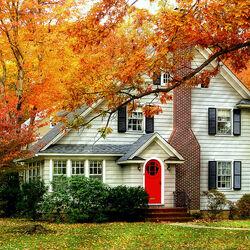 Пазл онлайн: Дом с красной дверью