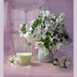 Пазл онлайн: Чашечка молока и лаватера