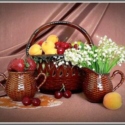 Пазл онлайн: Натюрморт с ландышами и фруктами