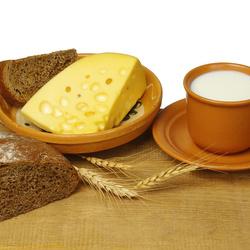 Пазл онлайн: Хлеб с сыром и молоком