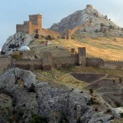 Пазл онлайн: Генуэзская крепость