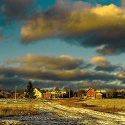 Пазл онлайн: Снеговые тучи над деревней