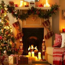 Пазл онлайн: Перед камином в Рождество
