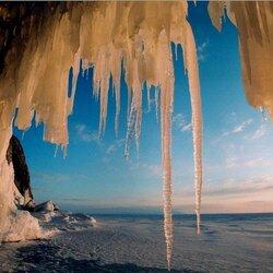 Пазл онлайн: Ледяной грот на Байкале