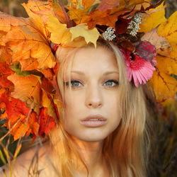 Пазл онлайн: Девушка и осень