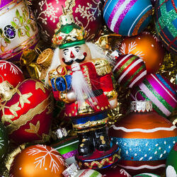 Пазл онлайн: Щелкунчик и шары