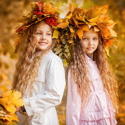 Пазл онлайн: Девочки и осень