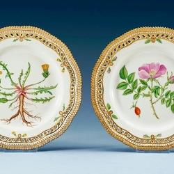 Пазл онлайн: Декоративные тарелки