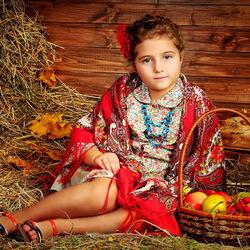 Пазл онлайн: Девочка с яблоками