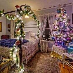 Пазл онлайн: Новогодняя спальня