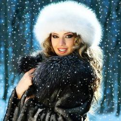 Пазл онлайн: Девушка и зима