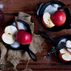 Пазл онлайн: Яблоки с корицей