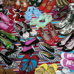 Пазл онлайн: Море обуви