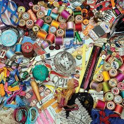 Пазл онлайн: Нитки, ленты, кружева