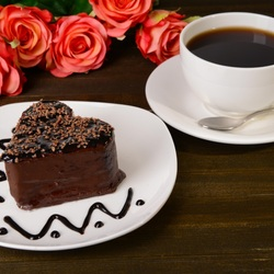 Пазл онлайн: Пирожное, кофе и розы