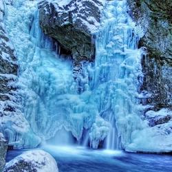 Пазл онлайн: Замерзший водопад
