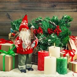 Пазл онлайн: Дедушка Мороз и свечи