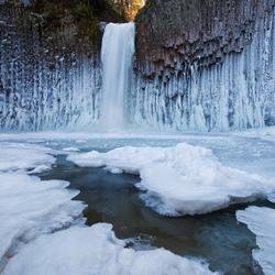 Пазл онлайн: Водопад зимой