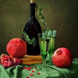Пазл онлайн: Натюрморт с гранатами и вином