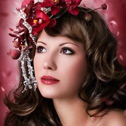 Пазл онлайн: Девушка с цветочным венком