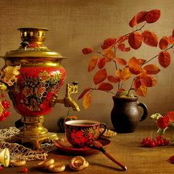 Пазл онлайн: Натюрморт с самоваром и осенними листьями