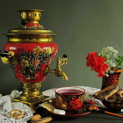 Пазл онлайн: Натюрморт с самоваром и цветами