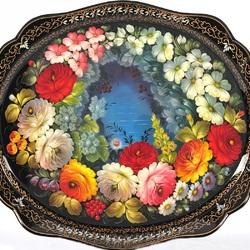 Пазл онлайн: Поднос с цветами