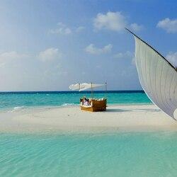 Пазл онлайн: Лодка у островка