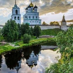 Пазл онлайн: Вид на Троицкий собор Псковского Кремля