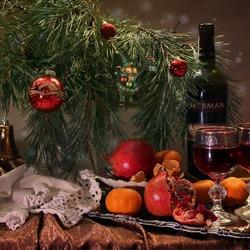 Пазл онлайн: Новогодний натюрморт с елкой