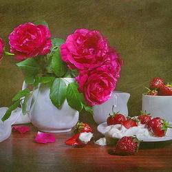 Пазл онлайн: Розы и клубника со сливками