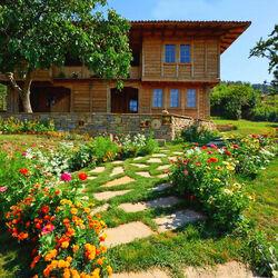 Пазл онлайн: Весенний дворик