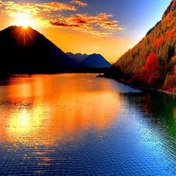 Пазл онлайн: Закат над озером
