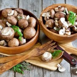 Пазл онлайн: Мисочки с грибами