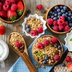 Пазл онлайн: Мюсли с ягодами