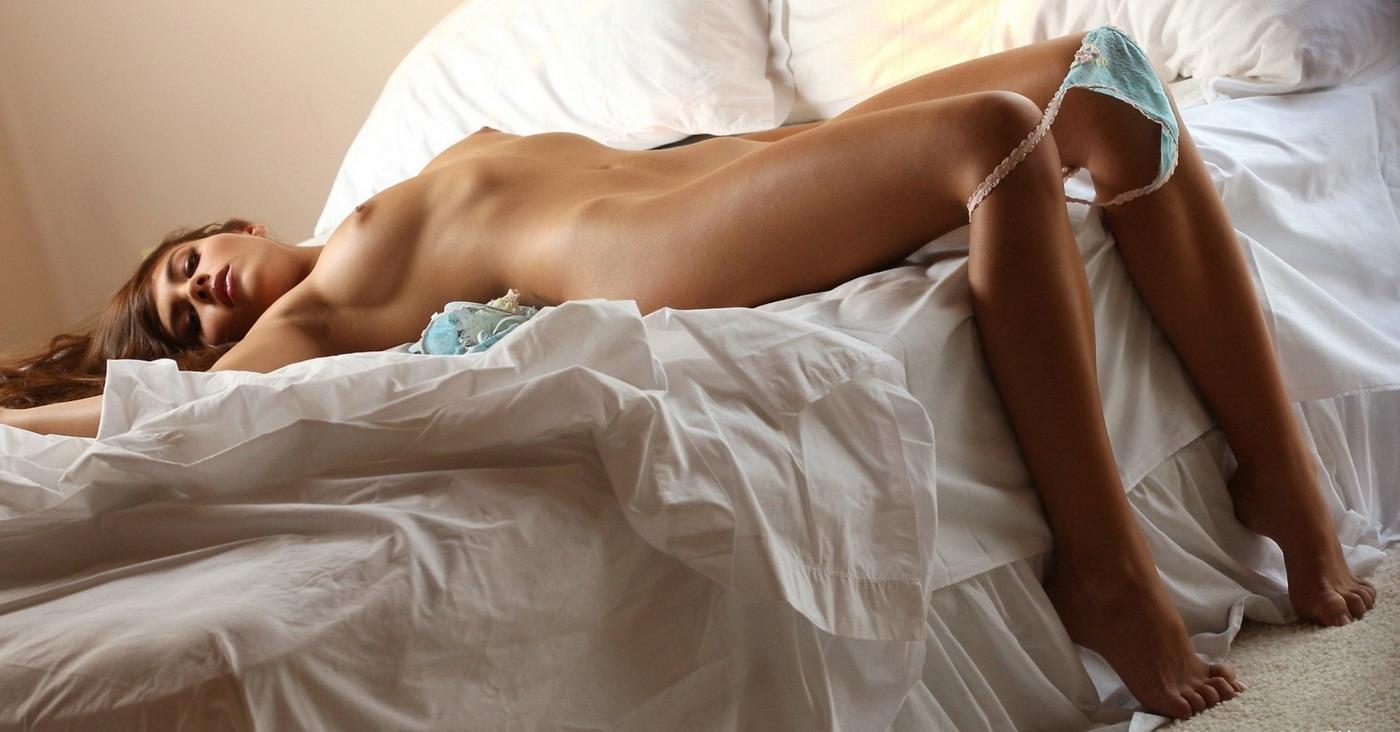 Фото женщина позирует в трусах — pic 7