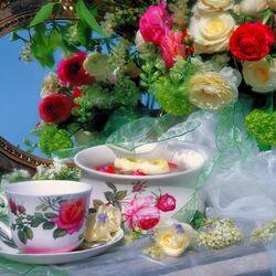 Пазл онлайн: Натюрморт с букетом роз