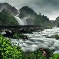 Пазл онлайн: Бурные воды