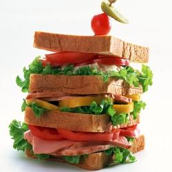 Пазл онлайн: Огромный бутерброд