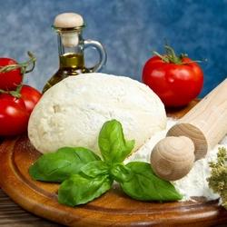 Пазл онлайн: Тесто и помидоры