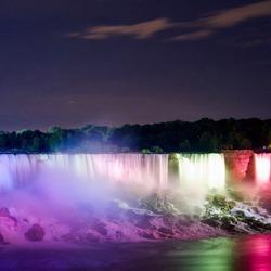 Пазл онлайн: Водопад ночью