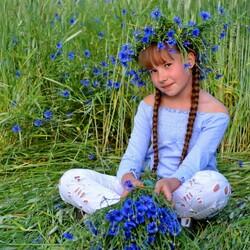 Пазл онлайн: Девочка в цветах