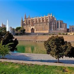 Пазл онлайн: Кафедральный собор Пальма-де-Майорки
