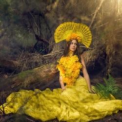 Пазл онлайн: В желтом платье