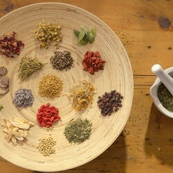 Пазл онлайн: Тарелка со специями