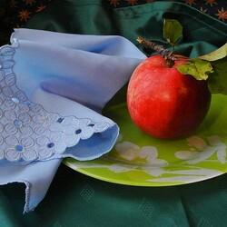 Пазл онлайн: Яблочко на тарелке
