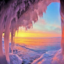 Пазл онлайн:  Рассвет над Байкалом