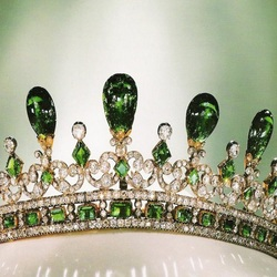 Пазл онлайн: «Эмеральдская» тиара королевы Виктории