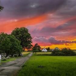Пазл онлайн: Вечернее небо над деревней